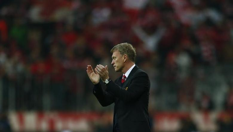 Manchester United's manager David Moyes applauds after their Champions League quarter-final second leg soccer match against Bayern Munich in Munich, April 9, 2014. REUTERS/Michael Dalder