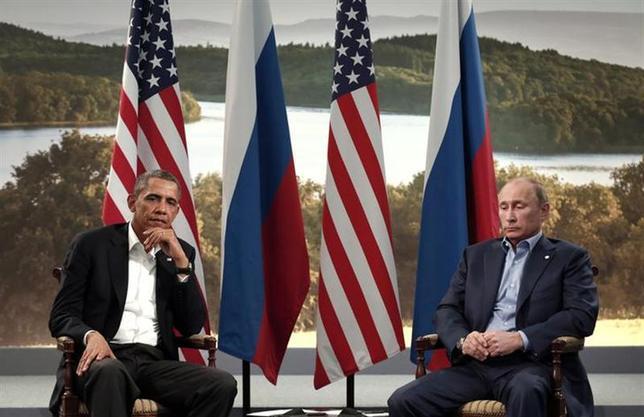 4月18日、過去十数年にわたる米ロ関係や現在のウクライナ危機に見られる状況は、プーチン大統領と米国との間に生じた一連の出来事が背景にあり、これがプーチン氏の過剰反応の要因と言える。写真はオバマ米大統領(左)とプーチン氏。北アイルランドで2013年6月撮影(2014年 ロイター/Kevin Lamarque)