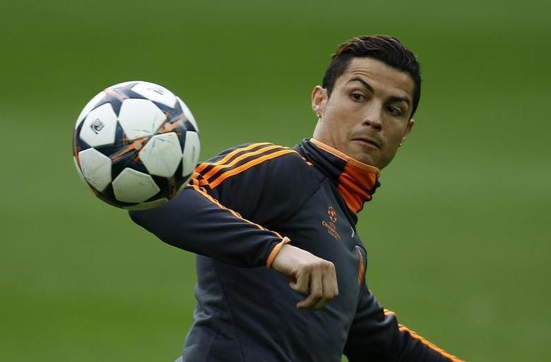 Real Madrid's Cristiano Ronaldo eyes a ball during a training session in Dortmund April 7, 2014. REUTERS/Ina Fassbender