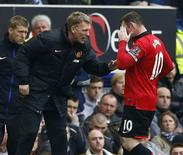 Manchester United manager David Moyes (L) talks to Wayne Rooney during their English Premier League soccer match against Everton at Goodison Park in Liverpool, northern England, April 20, 2014. REUTERS/Darren Staples