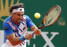 David Ferrer of Spain returns the ball to his compatriot Rafael Nadal during their quarter-final match at the Monte Carlo Masters in Monaco April 18, 2014. REUTERS/Eric Gaillard