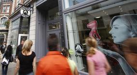 People walk past a Crocs store in Quebec City, July 25, 2008. REUTERS/Mathieu Belanger