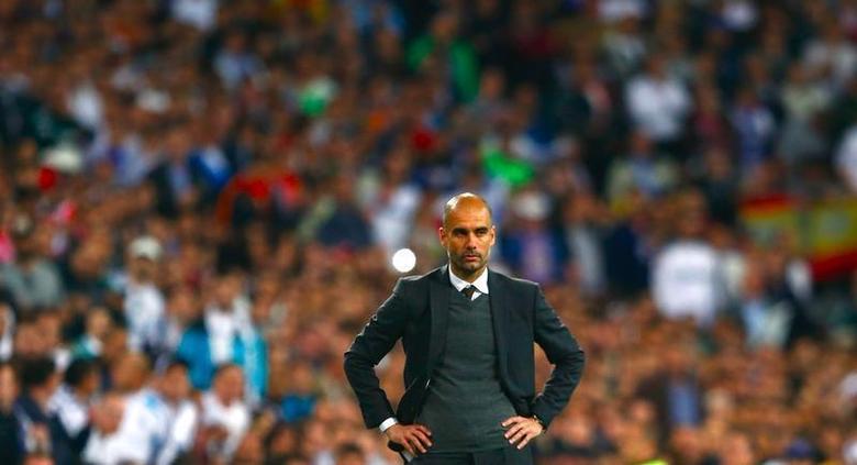 Bayern Munich's coach Josep Guardiola reacts during the Champions League semi-final first leg soccer match against Real Madrid at Santiago Bernabeu stadium in Madrid April 23, 2014. REUTERS/Michael Dalder