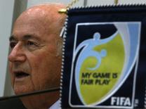 Presidente da Fifa, Joseph Blatter, durante coletiva de imprensa em Hong Kong. Blatter, encorajou os torcedores a serem otimistas com a realização bem-sucedida da Copa do Mundo no Brasil. 24/04/2014. REUTERS/Bobby Yip