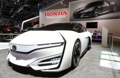 Honda a multiplié par plus de deux son bénéfice net  au titre du quatrième trimestre de son exercice fiscal 2013-2014, clos le 31 mars, le troisième constructeur automobile japonais ayant tiré parti de l'affaiblissement du yen, tout en enregistrant de bonnes performances commerciales en Chine et au Japon. /Photo prise le 5 mars 2014/REUTERS/Arnd Wiegmann