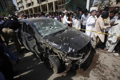 Four killed in Pakistan by bomb aimed at Shi'ites, say police