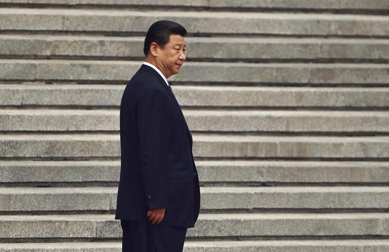 China's President Xi Jinping waits for his Palestinian counterpart Mahmoud Abbas before a welcoming ceremony outside the Great Hall of the People in Beijing, May 6, 2013. REUTERS/Petar Kujundzic