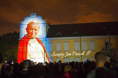 Two popes to be made saints in historic ceremony