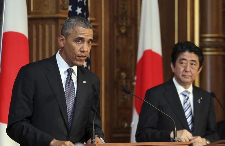 U.S. President Barack Obama (L) attends a news conference with Japanese Prime Minister Shinzo Abe (R) at the Akasaka guesthouse in Tokyo April 24, 2014. REUTERS/Junko Kimura-Matsumoto/Pool