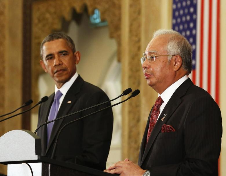 U.S. President Barack Obama listens to Malaysian Prime Minister Najib Razak as they participate in a joint news conference at the Perdana Putra Building in Putrajaya, April 27, 2014. REUTERS/Larry Downing