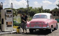 Cuba flexibilizó el lunes las regulaciones que rigen a las grandes empresas estatales, extendiendo a la minería, el turismo y las telecomunicaciones las reformas de mercado aplicadas hasta ahora en el sector minorista y la agricultura. La Habana, 27 de septiembre de 2013. REUTERS/Desmond Boylan