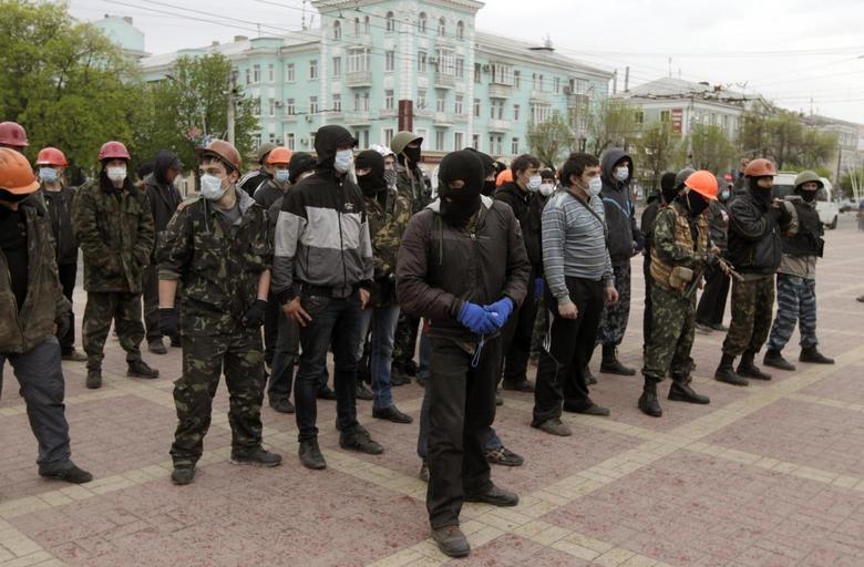 Pro-Russian activists rally in Luhansk, eastern Ukraine, April 28, 2014. REUTERS/Vasily Fedosenko