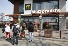 People gather outside a McDonald's restaurant, which was earlier closed for clients, in the Crimean city of Simferopol April 4, 2014. REUTERS/Stringer