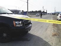 A Royal Canadian Mounted Police (RCMP) officer stands watch at the scene of a morning shooting at the Western Forest Products mill on Vancouver Island in Nanaimo, British Columbia, April 30, 2014. REUTERS/Aaron Hinks/Nanaimo Daily News