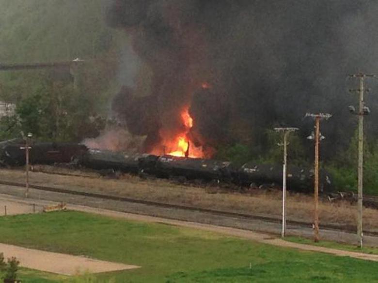 Derailed CSX train carried Bakken oil for Plains All...