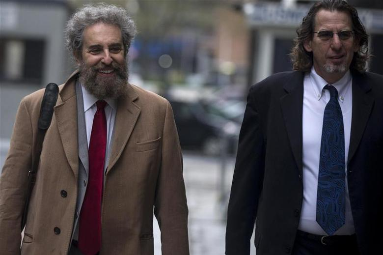 Lawyer Stanley Cohen (L) arrives with his lawyer at the Manhattan Federal Court house in New York May 1, 2014. REUTERS/Brendan McDermid