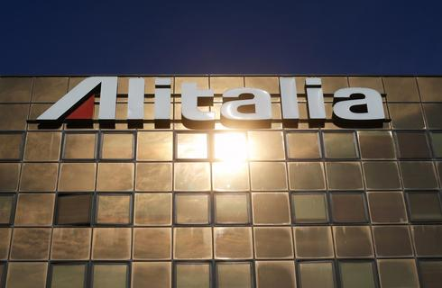 Alitalia, creditors working on plan to woo Etihad at key meeting