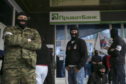 Ukraine's largest bank suspends cash operations in east
