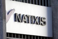 Natixis se dit confiant dans sa capacité à distribuer au moins 50% de son résultat net 2014 après avoir publié des résultats en légère hausse au premier trimestre. /Phoot prise le 18 février 2013/REUTERS/Charles Platiau