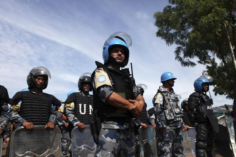 U.N. peacekeepers stand guard during a visit by U.N. Secretary-General Ban Ki-moon to an IDP (internally displaced persons) camp in the United Nations Mission In South Sudan (UNMISS) base in Juba May 6, 2014. REUTERS/Andreea Campeanu