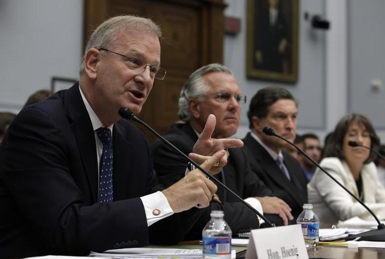 FDIC Vice Chair Thomas Hoenig (L) testifies before the House Financial Services Committee hearing on ''Examining How the Dodd-Frank Act Could Result in More Taxpayer-Funded Bailouts'' on Capitol Hill in Washington June 26, 2013. REUTERS/Yuri Gripas