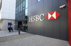 La banque HSBC annonce mercredi un bénéfice avant impôt en baisse de 20% au titre du premier trimestre, à 6,79 milliards de dollars (4,87 milliards d'euros). /Photo d'archives/REUTERS/Nikhil Monteiro