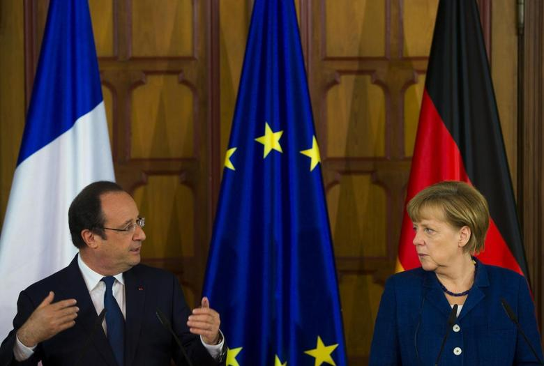 German Chancellor Angela Merkel (R) and French President Francois Hollande attend a news briefing at the city hall in Stralsund, May 10, 2014. REUTERS/Thomas Peter