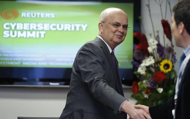 Former National Security Agency (NSA) and Central Intelligence Agency (CIA) Director Michael Hayden shakes hands before the Reuters Cybersecurity Summit in Washington, May 12, 2014. REUTERS/Larry Downing
