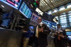 Wall Street a ouvert en légère hausse mardi, au lendemain de  nouveaux records de clôture, malgré la publication de ventes au détail pour le mois d'avril inférieures aux attentes. Un quart d'heure après l'ouverture, le Dow Jones gagnait 0,17%, le S&P-500 prenait 0,16% et le Nasdaq progressait de 0,05%. /Photo prise le 12 mai 2014/REUTERS/Brendan McDermid
