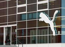 Le siège de Puma à Herzogenaurach., près de Nuremberg  L'équipementier sportif a réduit sa prévision de marge pour 2014 en raison du facteur d'instabilité constitué par les taux de change et a publié des résultats en recul au premier trimestre. /Photo d'archives/  REUTERS/Michaela Rehle
