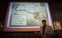 Foto del miércoles del investigador Barry Clifford hablando en una rueda de prensa en Nueva York. Mayo 14, 2014. Un explorador marino que cree que localizó en la costa norte de Haití los restos de 500 años de la Santa María, la carabela en la que Cristóbal Colón viajó a América, dijo el miércoles que espera comenzar la excavación la semana próxima. REUTERS/Brendan McDermid