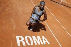 Serena Williams of the U.S. poses with the trophy after winning the women's singles final match against Sara Errani of Italy at the Rome Masters tennis tournament May 18, 2014. REUTERS/Giampiero Sposito