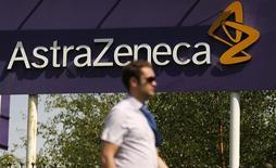 """Un anuncio de la firma británica AstraZeneca en Macclesfield, Inglaterra, mayo 19 2014. La firma británica AstraZeneca rechazó el lunes una oferta de compra """"final"""" y mejorada de Pfizer, arrojando serias dudas sobre el plan de la empresa estadounidense de una fusión para crear el grupo farmacéutico más grande del mundo. REUTERS/Phil Noble"""