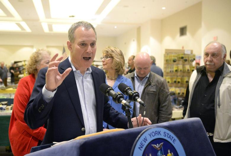 New York Attorney General Eric Schneiderman speaks to reporters during the New Eastcoast Arms Collectors Associates Arms Fair at the Saratoga Springs City Center in Saratoga Springs, New York October 13, 2013. REUTERS/Hans Pennink