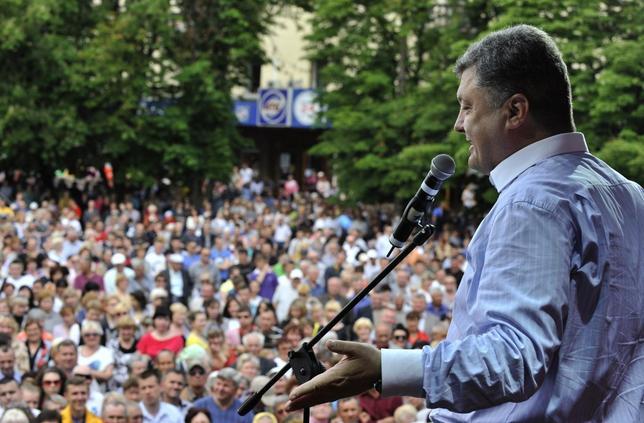 Ukrainian businessman, politician and presidential candidate Petro Poroshenko addresses supporters in Uman, Cherkasy region, May 20, 2014. REUTERS/Mykola Lazarenko/Pool
