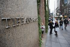 Pedestrians walk past the Tiffany's store in New York in this November 26, 2013 file photo. REUTERS/Lucas Jackson/Files