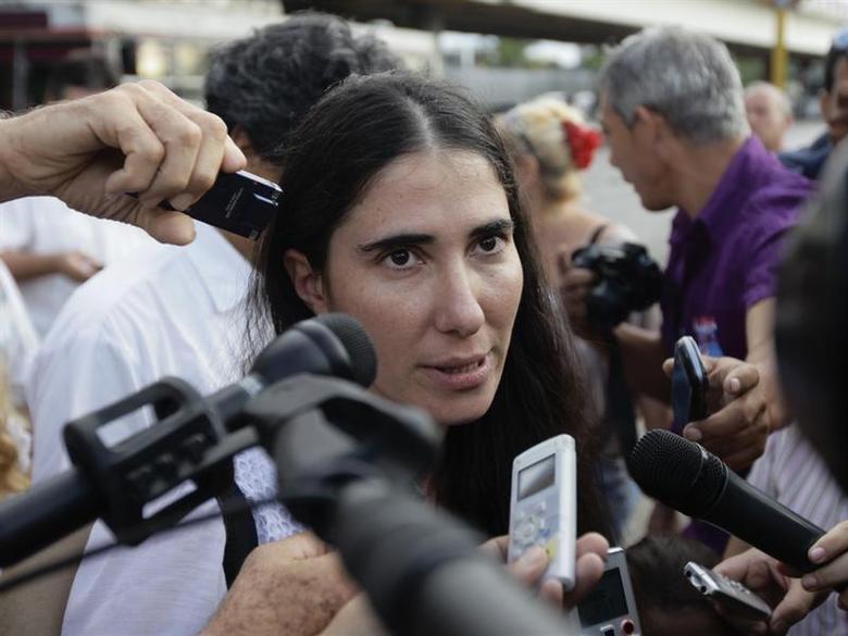 Cuba's best-known dissident, blogger Yoani Sanchez, speaks to reporters outside Havana's Jose Marti International Airport May 30, 2013. REUTERS/Desmond Boylan