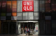Customers walk out of a UNIQLO store at Taikoo Li Sanlitun shopping centre in Beijing May 12, 2014. REUTERS/Petar Kujundzic