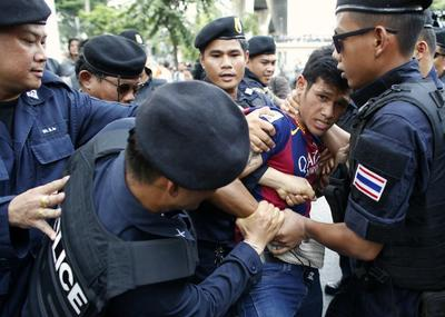 Opposition to Thai coup simmers, ex-PM in 'safe place'