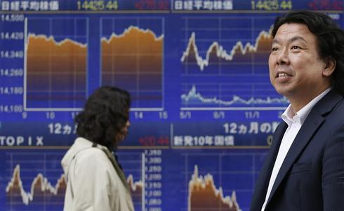 Nikkei hits one-month high on Wall St. rally; financials shine