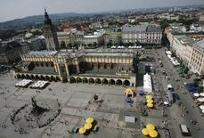 Vista geral da praça central de Cracóvia, no sul da Polônia. Autoridades de Cracóvia, na Polônia, disseram que o município estava deixando a disputa para sediar os jogos Olímpicos de Inverno de 2022, já que a maioria dos eleitores residentes na cidade votaram contra sua realização, em um referendo no fim de semana. 27/09/2008.  REUTERS/Kacper Pempel