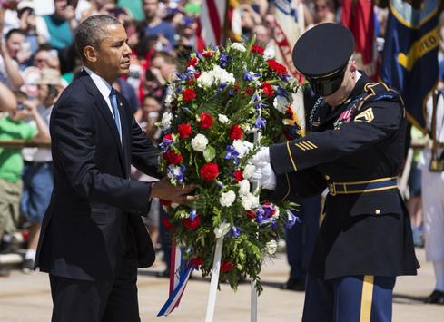 With nod to veterans' scandal, Obama pays Memorial Day tribute