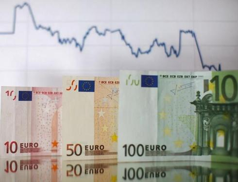 Dollar at two-month highs as sterling turns tail, euro sinks