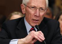 El ex responsable del Banco de Israel Stanley Fischer juró el miércoles como miembro de la junta de gobernadores de la Reserva Federal de Estados Unidos. En la foto, Fischer testifica ante la Comisión Bancaria del Senado el 13 de marzo del  2014. REUTERS/Yuri Gripas.