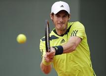 Andy Murray of Britain returns a backhand to Marinko Matosevic of Australia during their men's singles match at the French Open tennis tournament at the Roland Garros stadium in Paris May 29, 2014.  REUTERS/Stephane Mahe