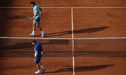 Rafael Nadal of Spain (top) and his compatriot David Ferrer walk on the court during their men's quarter-final match at the French Open tennis tournament at the Roland Garros stadium in Paris June 4, 2014.   REUTERS/Gonzalo Fuentes