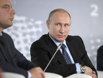 Le président russe, Vladimir Poutine, a répété mardi qu'il n'avait rien contre la liberté sur internet, assurant que les restrictions imposées par la Russie avaient pour principal objectif de protéger les enfants de tout contenu indécent. /Photo prise le 10 juin 2014/REUTERS/Alexei Druzhinin/RIA Novosti/Kremlin