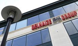 La chaîne de supermarchés Delhaize va supprimer 2.500 emplois en Belgique au cours des trois prochaines années, soit environ 15% de ses effectifs dans le pays. /Photo d'archives/REUTERS/Yves Herman