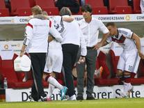 O jogador da Alemanha Marco Reus deixa o campo durante amistoso contra a Armênia, em Mainz, na semana passada. 06/06/2014 REUTERS/Ralph Orlowski