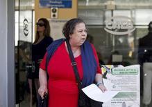 Devant une agence pour l'emploi à Athènes. Le taux de chômage en Grèce est resté stable à 27,8% au premier trimestre. /Photo prise le 8 mai 2014/REUTERS/Alkis Konstantinidis